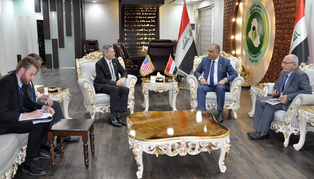 السفير الامريكي للحسني: سعيد بما تحققوه من ارتفاع ملحوظ بنسب الانتاج ونسعى للاستثمار في العراق