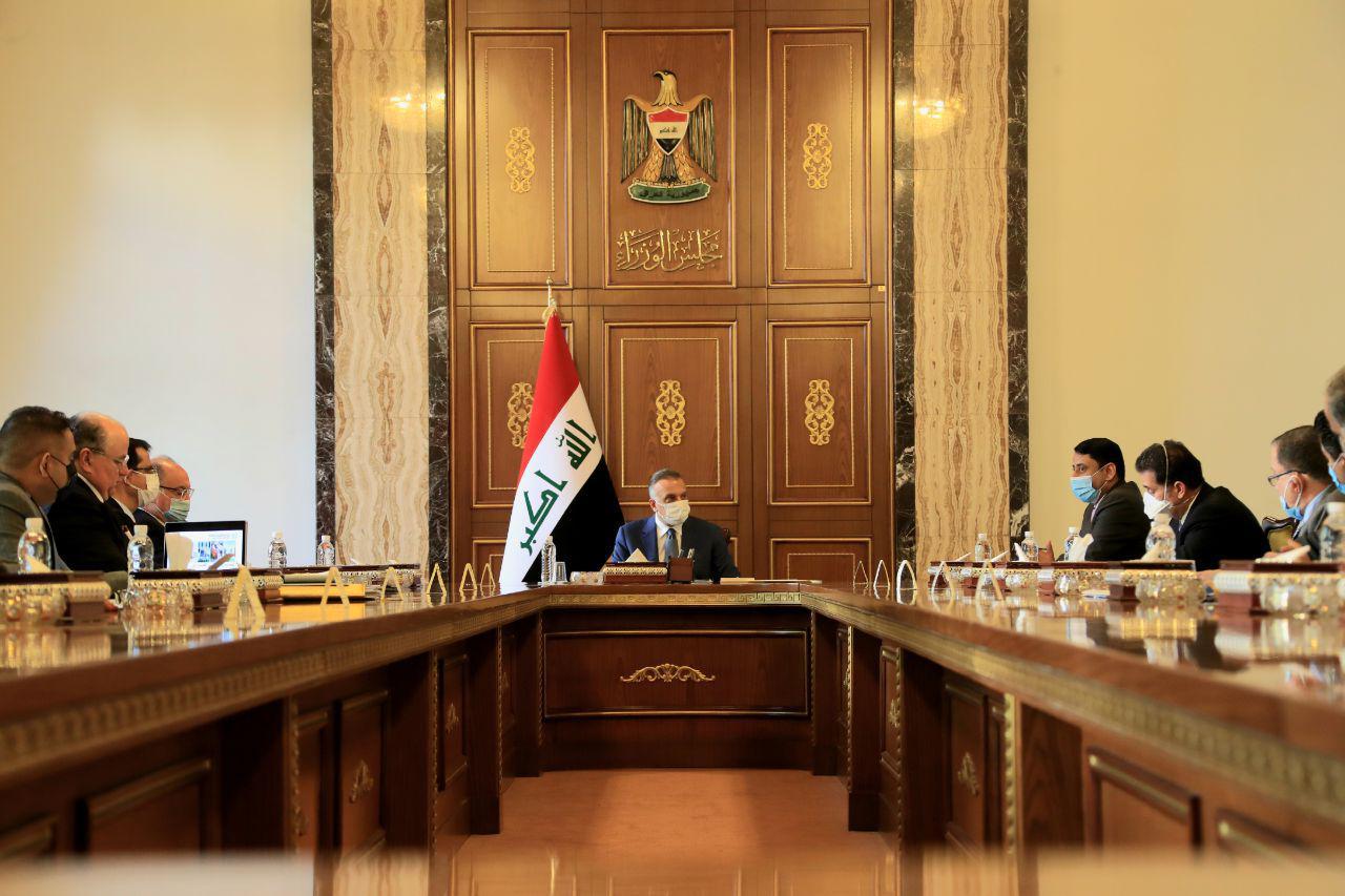 الكاظمي يبحث مع مسؤولين خطوات إنشاء ألف مبنى مدرسي في العراق