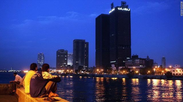 أزمة الكهرباء تعصف بمصر وسط غضب شعبي