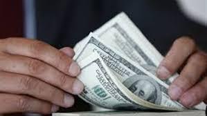 أسعار الدولار تسجل ارتفاعا بسيطا في الأسواق المحلية