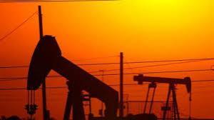 النفط يرتفع مع انحسار تخمة الإمدادات العالمية