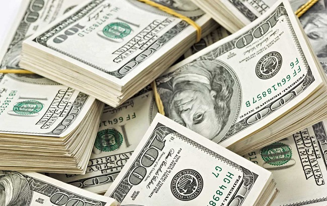 شنكالي يسأل البنك المركزي: سعر الدولار تجاوز 130 ألف دينار  ..  أين تذهب الأرباح والمكاسب ؟