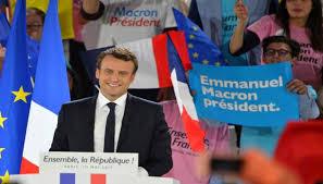 وزراء في الحكومة الفرنسية يقدمون استقالاتهم