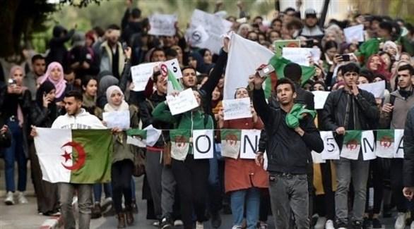 آلاف الطلاب يتجمعون وسط العاصمة الجزائرية
