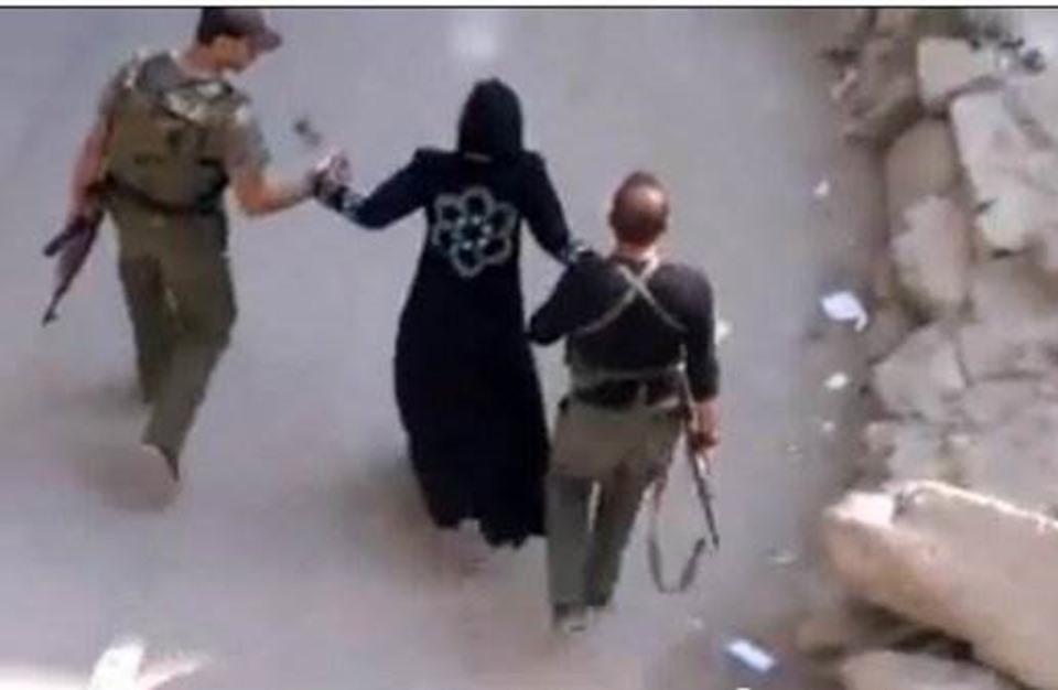 فنان سوري يفضح (بالصور) ما يحدث داخل سجون الأسد ؟؟