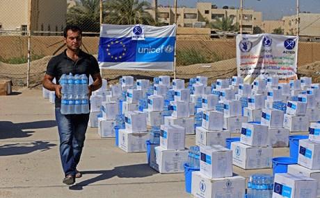 اليونسيف تسعى لايصال  2.3 مليون لتر من الماء للجانب الايسر من مدينة الموصل