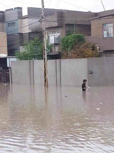 غرق عدد من أحياء الموصل وأنباء عن إنهيار جسور جراء السيول الجارفة