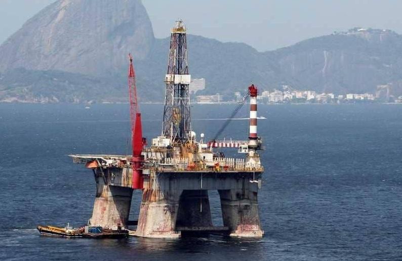 النفط يتراجع مع صعود الدولار
