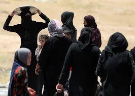 داعش يقوم بسلب وحرق دور الفارين من المواطنين المدنيين والعبث بممتلكاتهم في الموصل