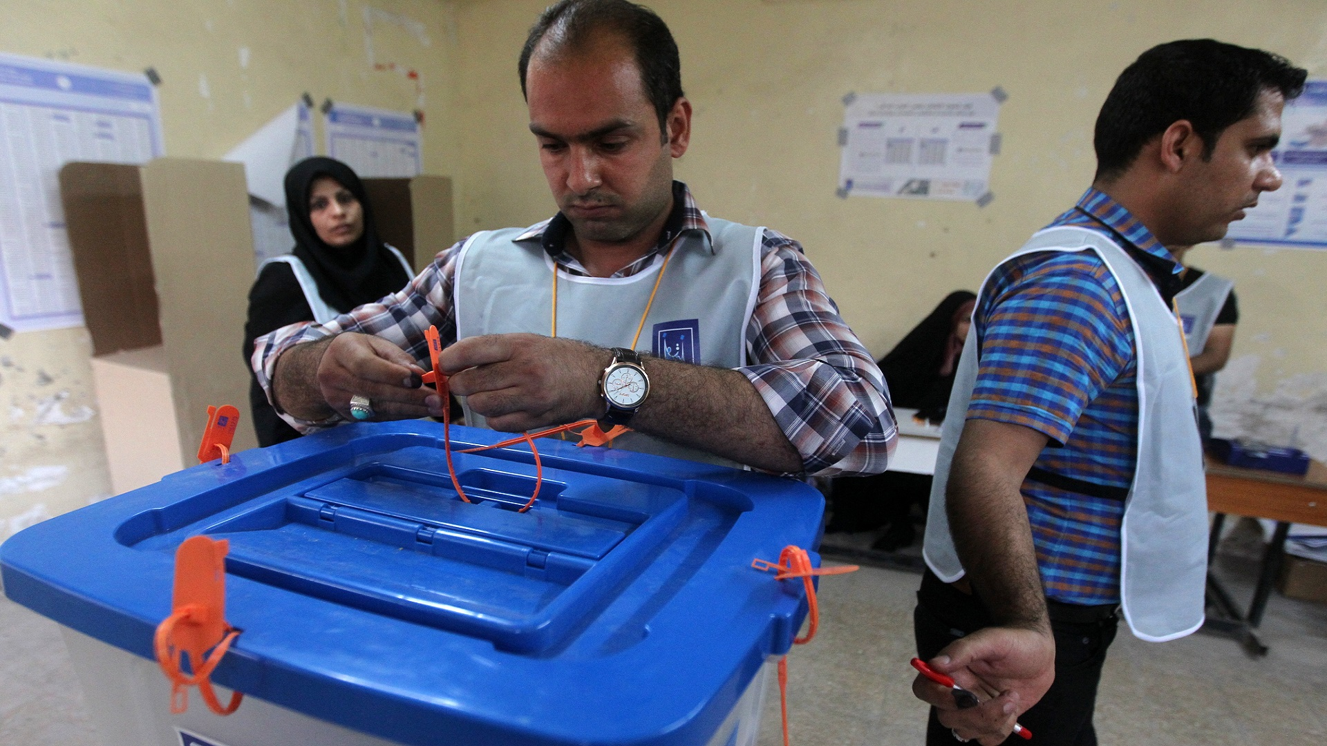 الأحزاب العراقية تبدأ بتشكيل تحالفاتها ..  وخلاف بشأن موعد الانتخابات