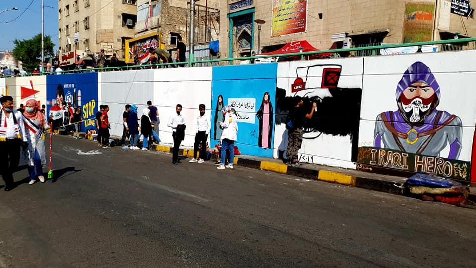 بالصور .. مخيم ثقافي في تظاهرات التحرير لنشر الوعي ومنح دروس التقوية للطلاب