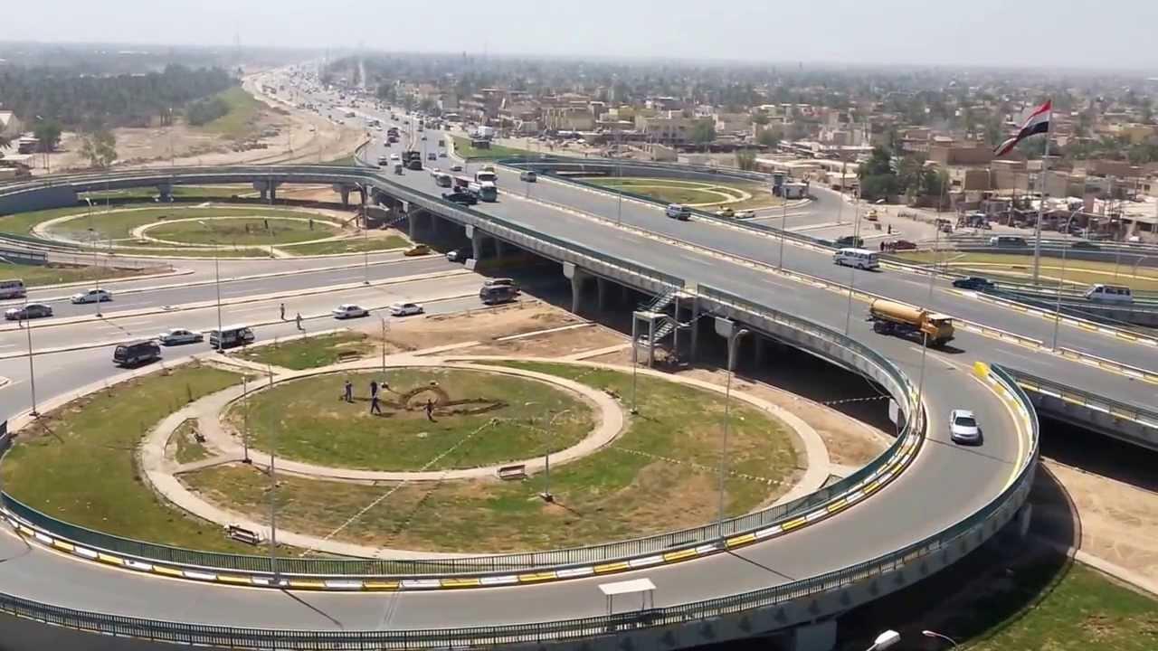بالفيديو ..  المتظاهرون يغلقون مجسر المفرق في بعقوبة