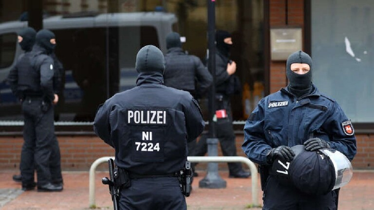 ألمانيا ..  الشرطة تبطل مفعول قنبلة بدائية الصنع على متن قطار قرب كولونيا