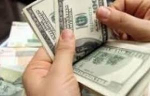 أسعار الدولار تسجل انخفاضا في الأسواق المحلية