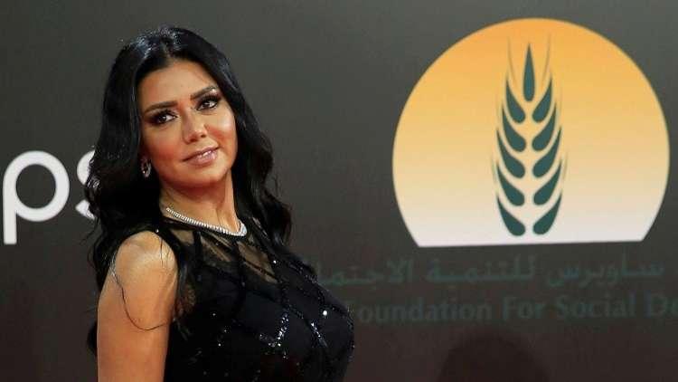 """إخلاء سبيل رانيا يوسف بعد التحقيق معها بواقعة """"فضيحة الفستان"""""""