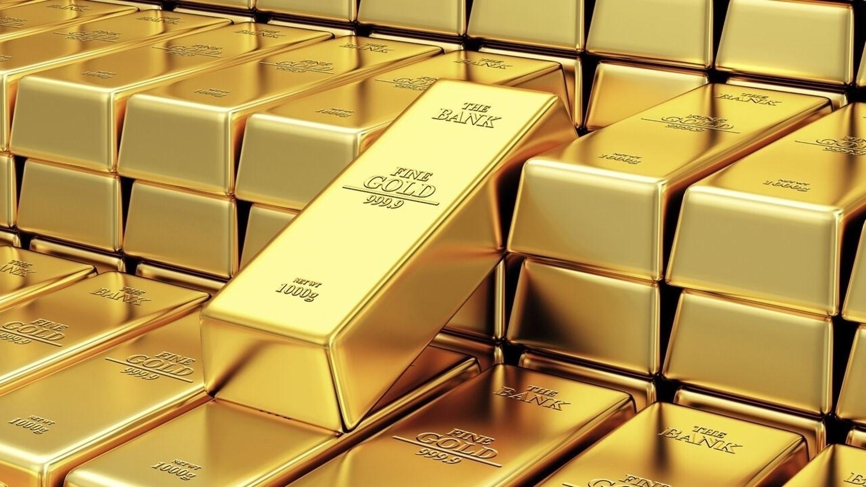 الذهب يهبط بفعل صعود الدولار والأنظار على اجتماعات بنوك مركزية
