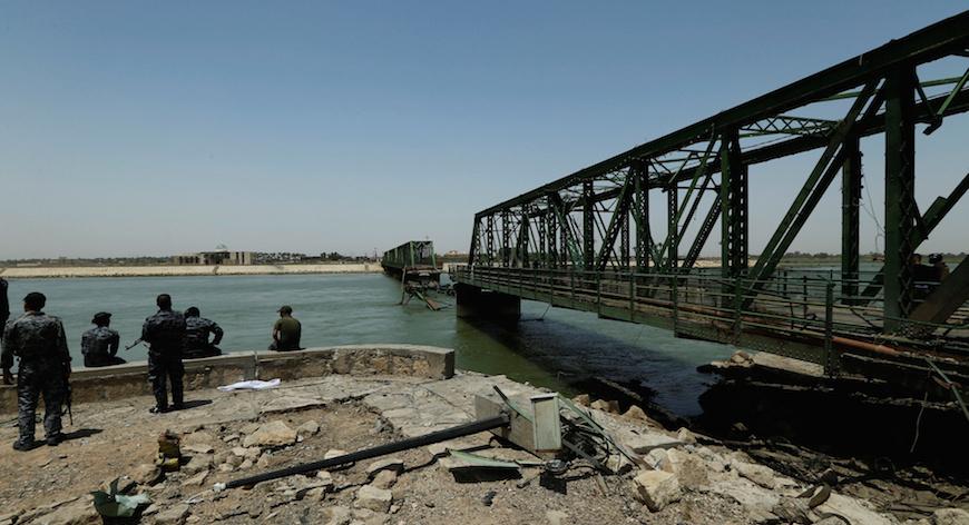 بدء مراحل اعادة اعمار الجسور الواقعة على الطريق الدولي السريع الذي يربط العراق بالأردن