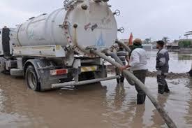 محافظ بغداد يوجه باستنفار الجهد الالي لمديرية المجاري لسحب مياه الامطار