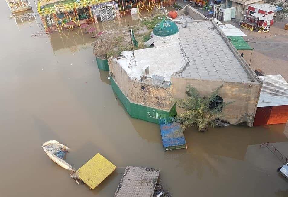 بالصور ..  المياه تجتاح مقام الخضر في بغداد