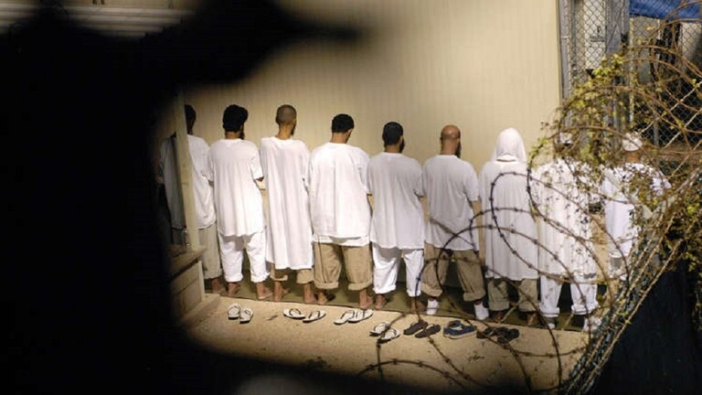 رويترز: انتشار فيروس كورونا في السجون الأمريكية والسلطات عاجزة عن حماية المساجين