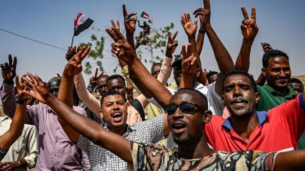 اعتقال اثنين من أشقاء البشير ضمن حملة تشمل رموز النظام السابق في السودان