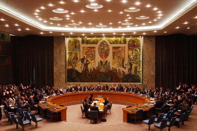 خبير يرجح صدور قرار صارم من مجلس الامن تجاه العراق بسبب استهداف السفارة