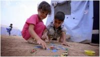 اطفال النازحين مهددون بالموت في المخيمات بسبب ارتفاع درجات الحرارة وعدم توفر المياه