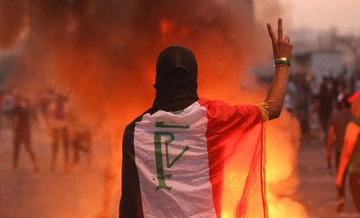 هكذا كشفت الاحتجاجات النفوذ الإيراني ..  شيعة العراق ينتفضون ضدّ قادتهم