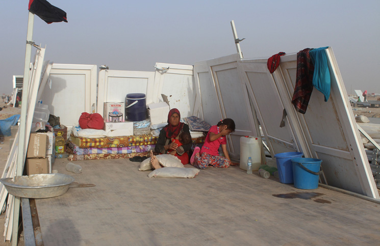 سكان الفلوجة يهربون من الظلم الي الظلم