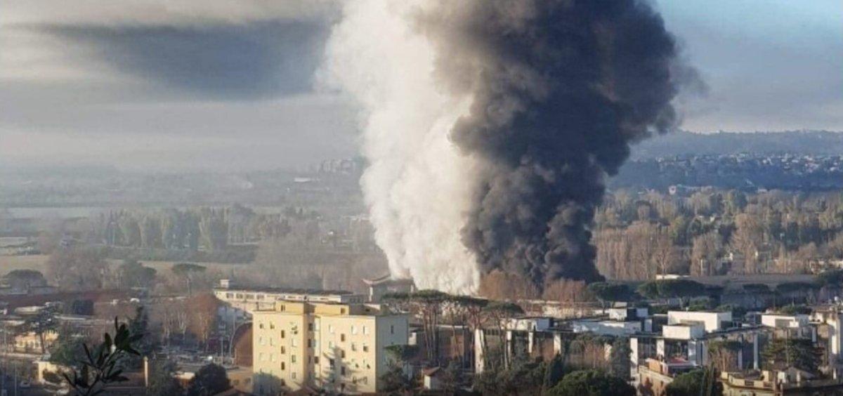 روما تحترق والدخان يغطي سماء العاصمة