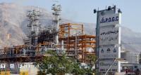 هبوط النفط يدفع ايران لخفض موازنة 2016