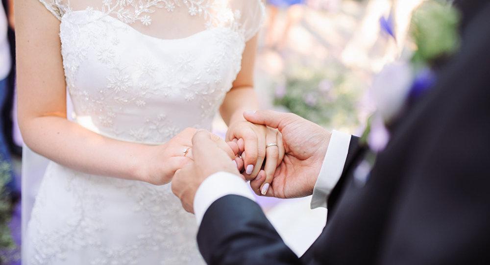 حفل زفاف ينتهي بدفن العروسين
