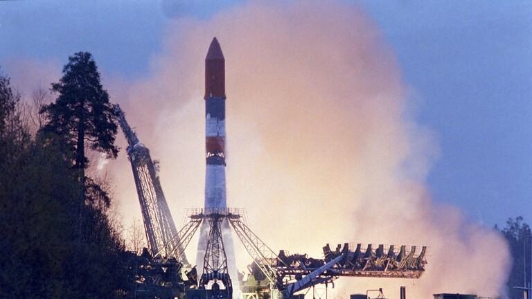سلاح الجو الأمريكي يفيد بانفجار صاروخ سوفيتي في الفضاء