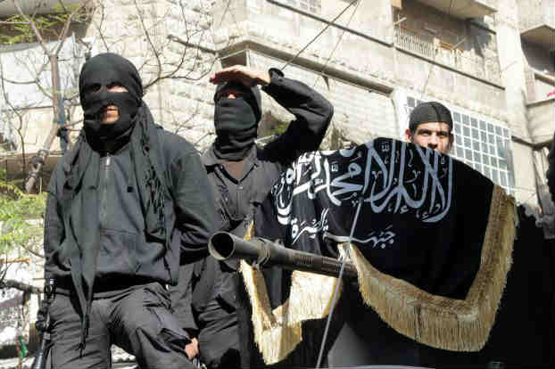 «النصرة» تحشد قواتها للسيطرة على مناطق يحتلها «داعش» قرب الحدود التركية - السورية