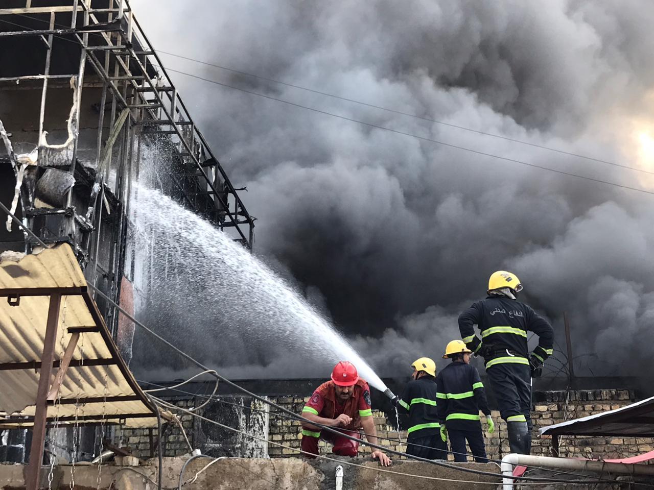 مدير عام الدفاع المدني يعلن السيطرة على حريق سوق باب المعظم خلال 7 ساعات