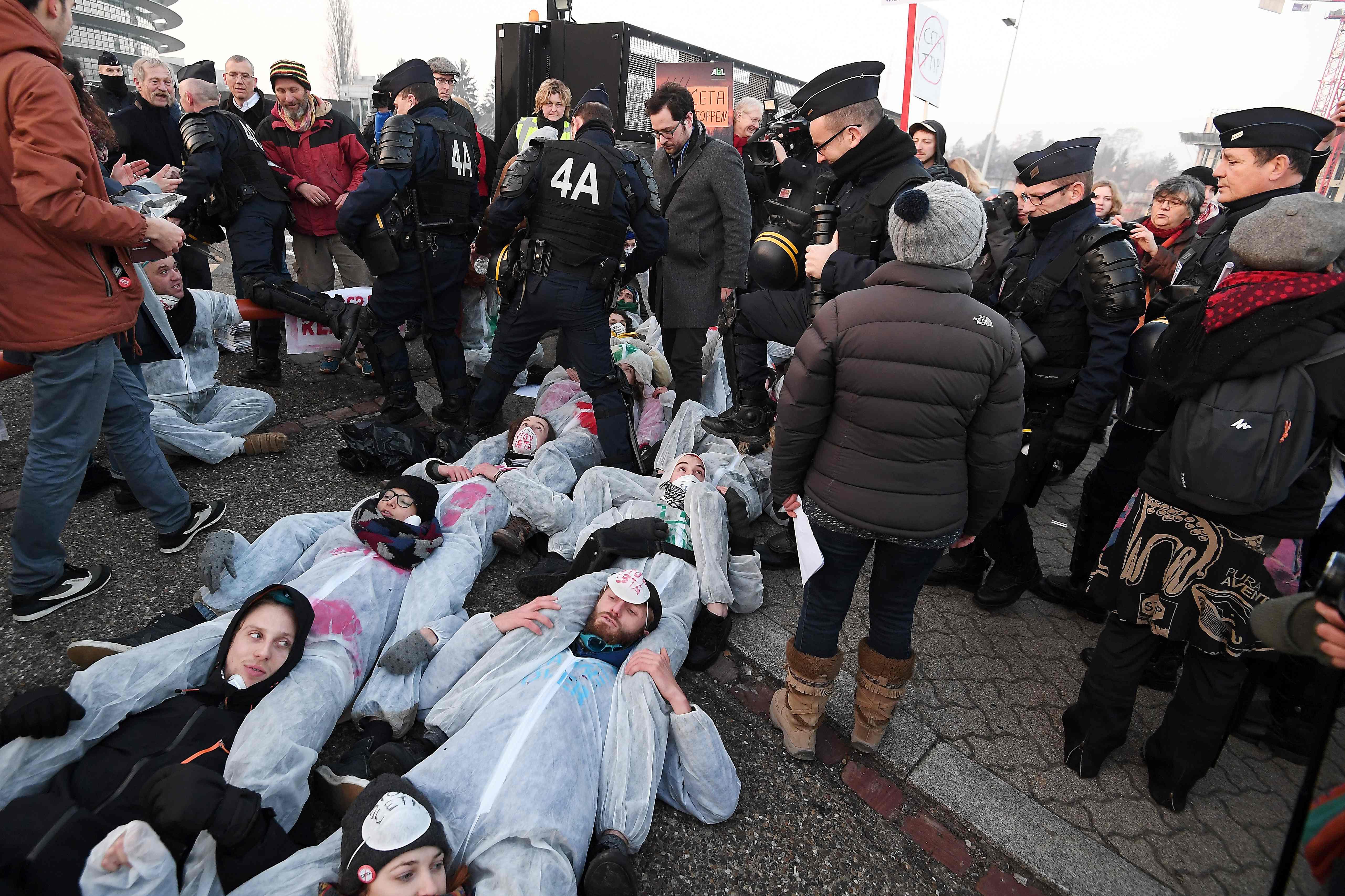 احتجاجات فى فرنسا على اتفاقية اقتصادية بين كندا والاتحاد الأوروبى