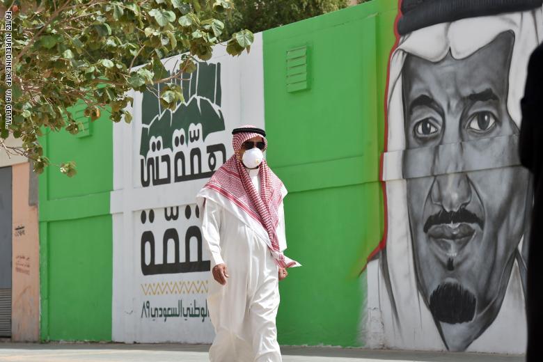 اعتباراً من اليوم ..  السعودية تفرض حظراً للتجوال في مكة المكرمة والمدينة المنورة