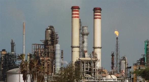 النفط يهبط مع عودة منصات نفطية أمريكية للخدمة في خليج المكسيك