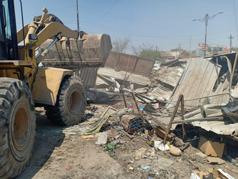 امانة بغداد تنفذ حملة لازالة التجاوزات في مدينة الصدر