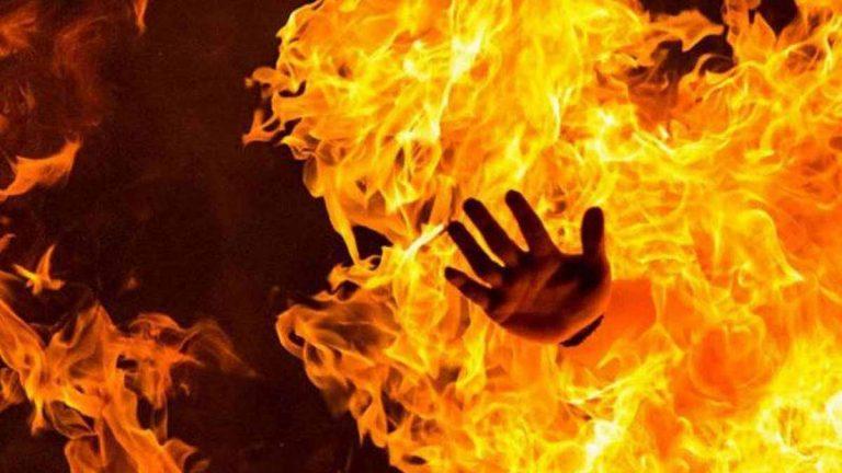 احتجاجًا على الأوضاع الاقتصادية ..  فلسطيني يحرق نفسه في غزة