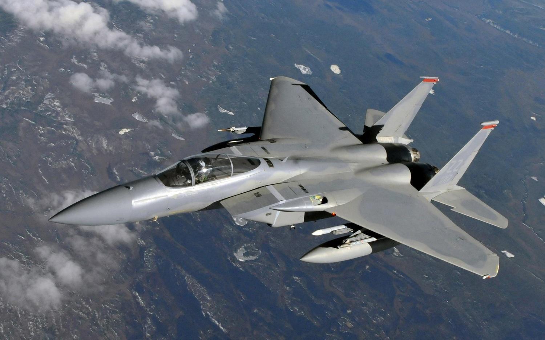 طيران التحالف الدولي يدمر معسكرات تدريب الدواعش في صحراء البادية النائية بسوريا