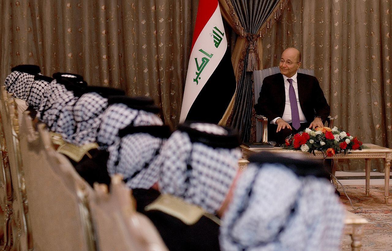 رئيس الجمهورية يستقبل وفدا عشائريا ويؤكد ضرورة حصر السلاح بيد الدولة