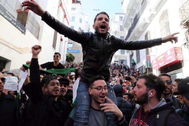 توقعات بتأجيل الانتخابات الرئاسية الجزائرية