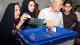 روحاني يتصدر مرشحي الرئاسة.. ونتائجه قد تحسم السباق