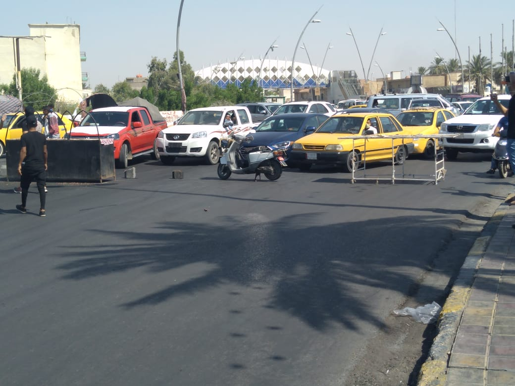 بالصور ..  متظاهرون يقطعون طريق مركز مدينة الكوت احتجاجا على تردي الكهرباء