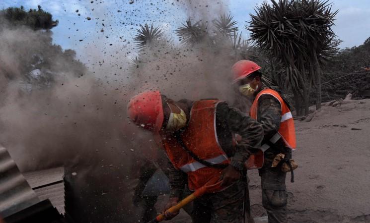 ارتفاع حصيلة ثوران بركان فويغو في غواتيمالا الى 99 قتيلا