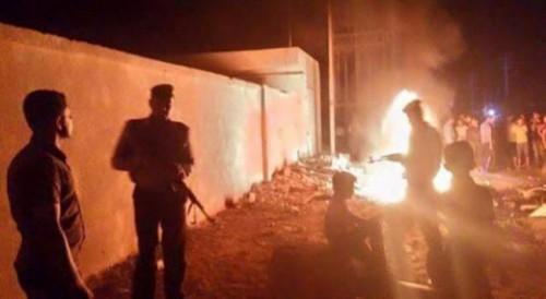 أهالي القيارة ينتفضون ضد داعش ويحرقون المقرات التابعة للتنظيم