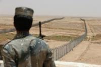 قائد حرس عرعر السعودي يتوعد كل من يعبر السياج الأمني مع العراق ويعده إرهابياً