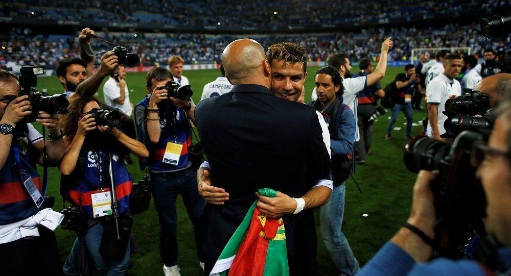 رونالدو يكشف كيف تعامل زيدان معه في ريال مدريد