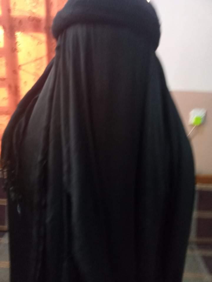 يروم القيام باعمال دنيئة ..  شرطة كربلاء تعتقل شخصاً متنكراً بزي النساء